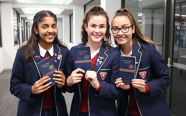 640x400 Passport Girls
